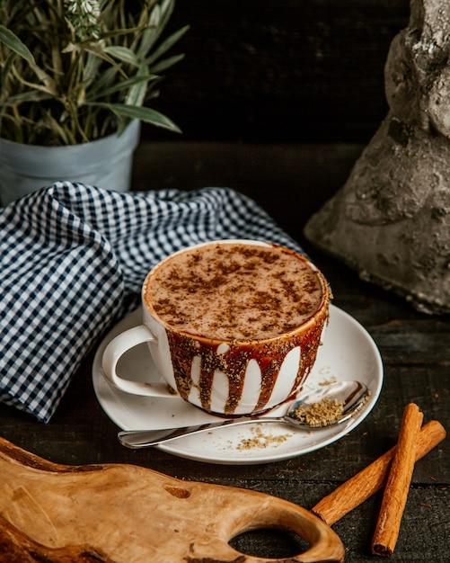 Heiße schokolade mit kakao gekrönt Kostenlose Fotos