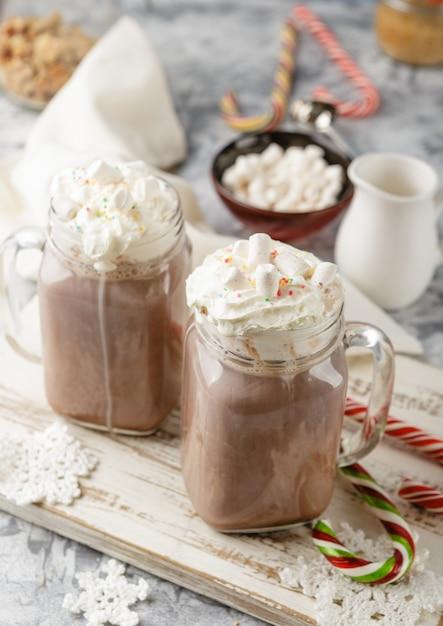 Heiße schokolade mit schlagsahne Premium Fotos