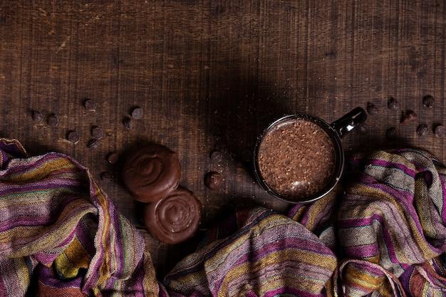 Heiße schokolade und plätzchen der draufsicht Kostenlose Fotos
