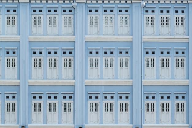 Hellblaue pastellfarbe von fenstern, abstrakter musterhintergrund Premium Fotos
