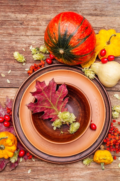 Herbst und thanksgiving dinner gedeck Premium Fotos