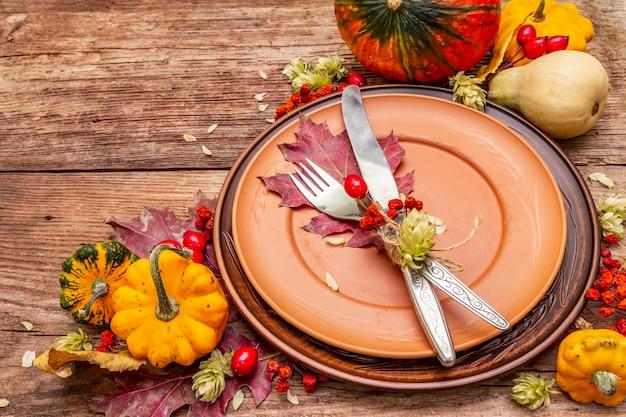 Herbst und thanksgiving dinner gedeck Premium Fotos