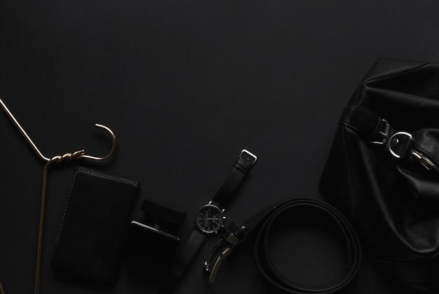 Herrenaccessoires auf schwarzem hintergrund Premium Fotos