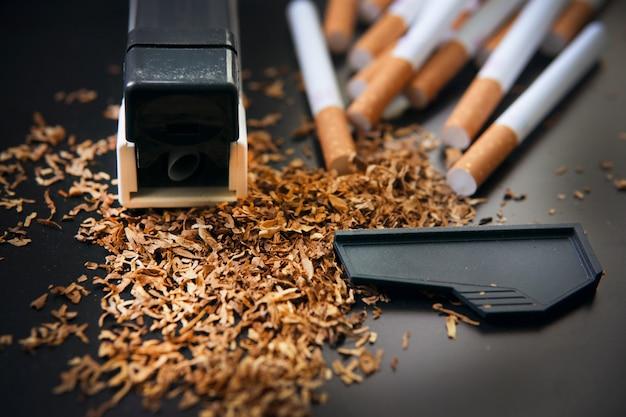 Herstellung von zigaretten zu hause. Premium Fotos