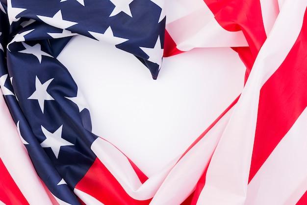Herz geschaffen von usa-flagge zu ehren des unabhängigkeitstags Kostenlose Fotos
