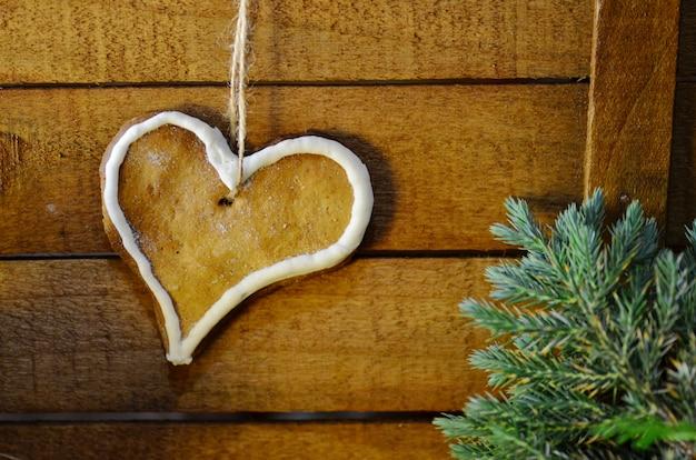 Herzförmige kekse mit zuckerglasur Premium Fotos