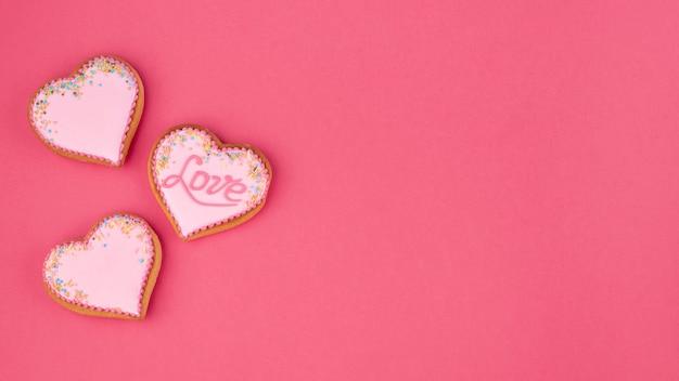 Herzförmige plätzchen mit kopienraum für valentinstag Kostenlose Fotos