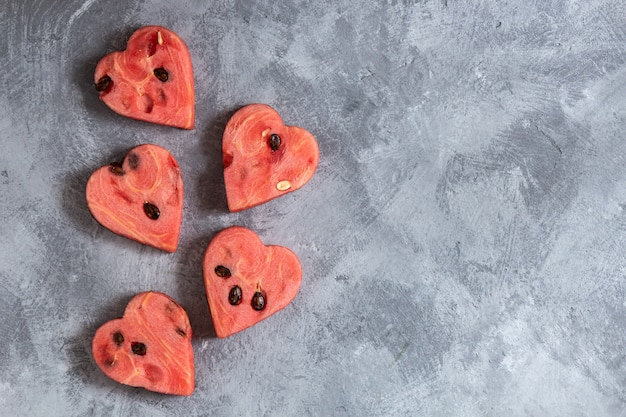 Herzförmige wassermelonenscheiben Premium Fotos