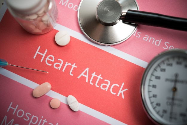 Herzinfarkt bezogene dokumente, medizinische hilfsmittel und drogen Premium Fotos