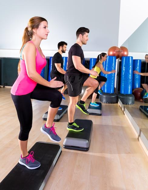 Herzschritttanzgruppe am fitnesstraining Premium Fotos