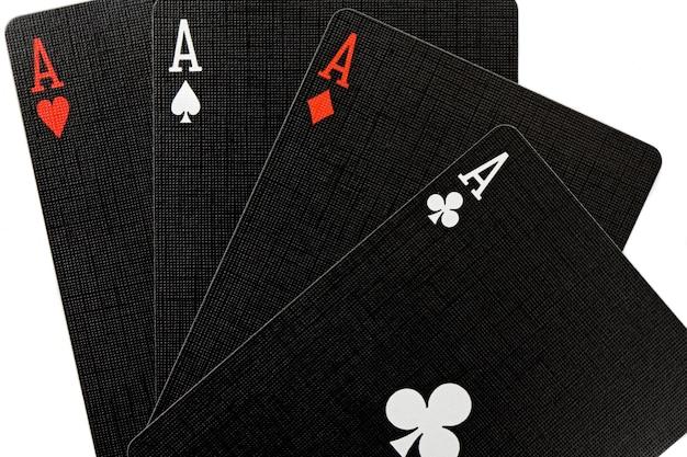 Heute habe ich gute hände. poker der asse Premium Fotos