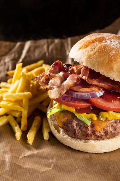 High angle leckere burger-komposition Kostenlose Fotos