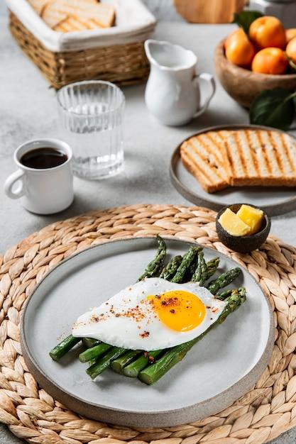 High angle leckeres frühstückssortiment Kostenlose Fotos