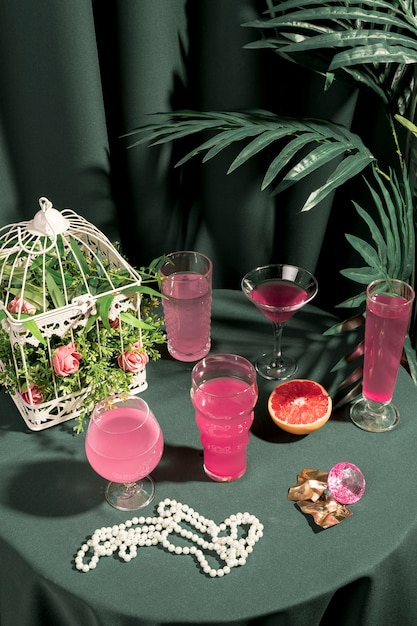 High angle pink drinks und girly ornamente Kostenlose Fotos