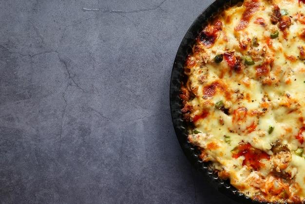 High angle view hausgemachte gekochte pasta in der schüssel. Premium Fotos