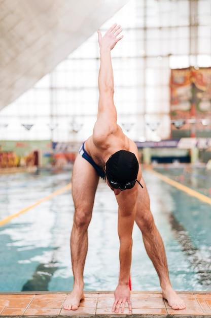 High angle warm up vor dem schwimmen Kostenlose Fotos