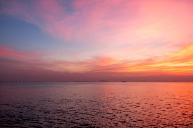 Himmel in rosa, blauen und violetten farben Premium Fotos