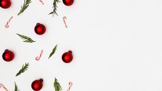 Hintergrund gemacht mit weihnachtsverzierungen Kostenlose Fotos