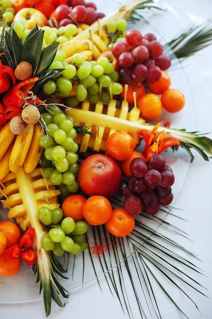 Hintergrund von einer vielzahl der geschmackvollen frucht. Premium Fotos