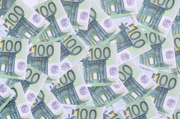 Hintergrundmuster eines satzes grüner währungsbezeichnungen von 100 euro. Premium Fotos