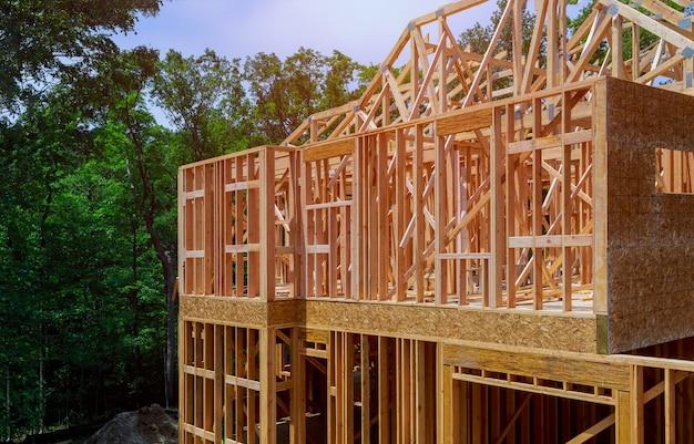 Hochbau, holzrahmenstruktur am neuen grundstücksentwicklungsstandort Premium Fotos