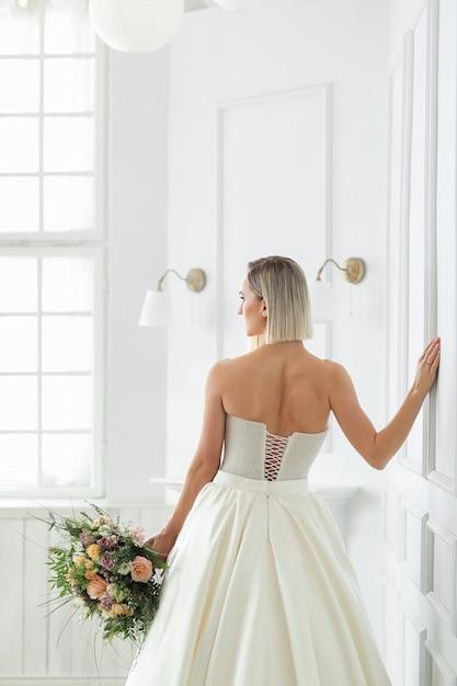 Hochzeit. schöne braut in einem hochzeitskleid Kostenlose Fotos