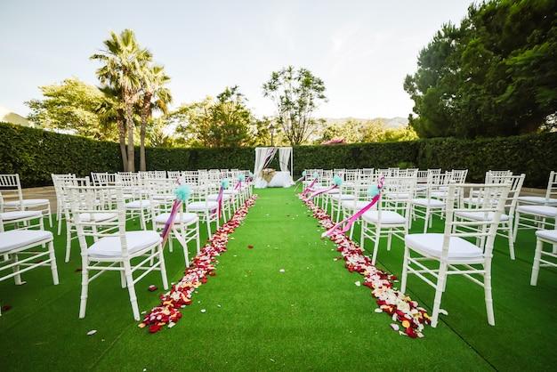 Hochzeit zeremonie dekoration im freien Premium Fotos