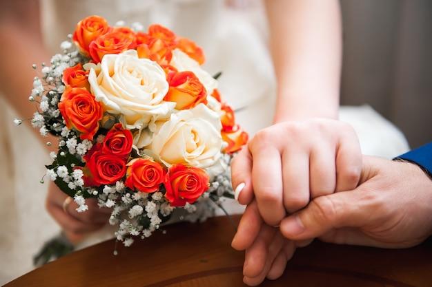 Hochzeitsblumenstrauß, bouqet von schönen blumen am mittwoch Premium Fotos