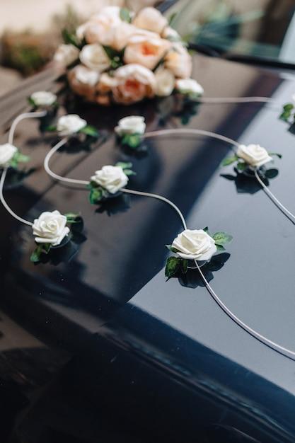 Hochzeitsdekor, blumen und blumenmuster am bankett und an der zeremonie Kostenlose Fotos