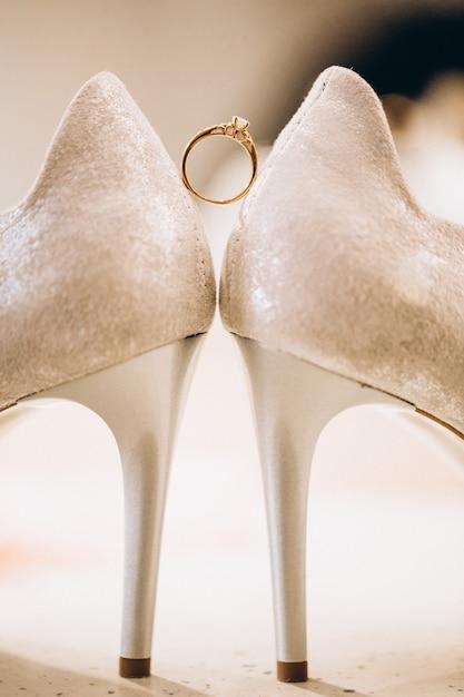 Hochzeitsfußabnutzung nah oben Kostenlose Fotos