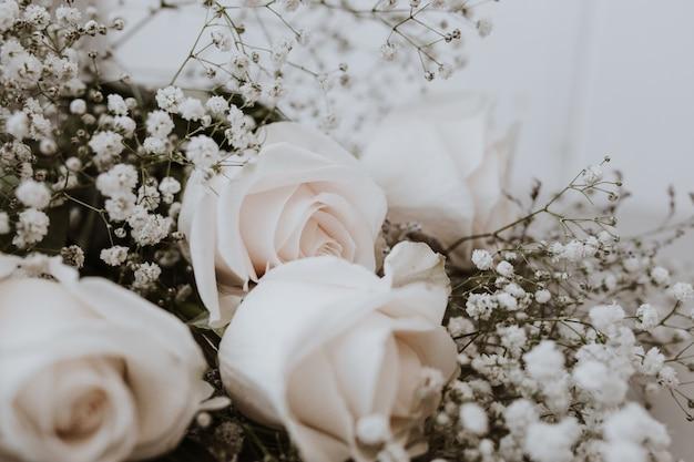 Hochzeitsstrauß aus weißen rosen mit paniculata Kostenlose Fotos