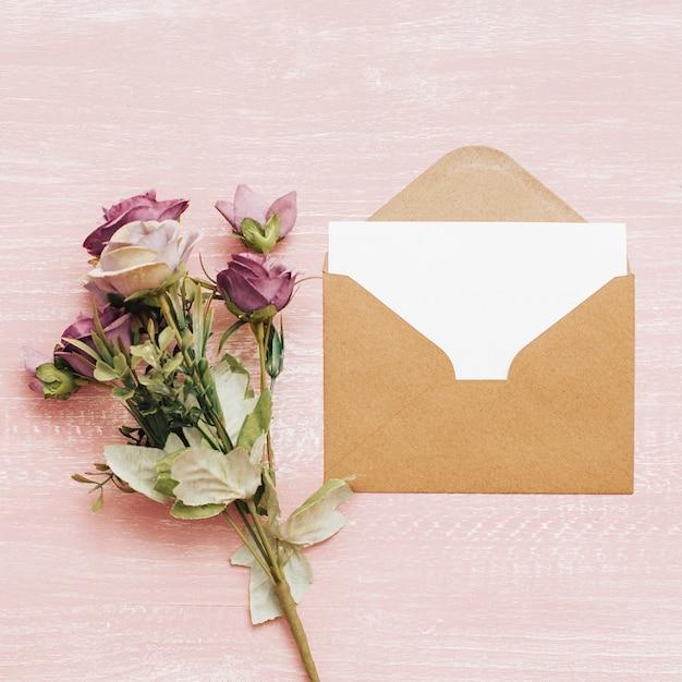 Hochzeitsstrauss Mit Umschlag Download Der Kostenlosen Fotos