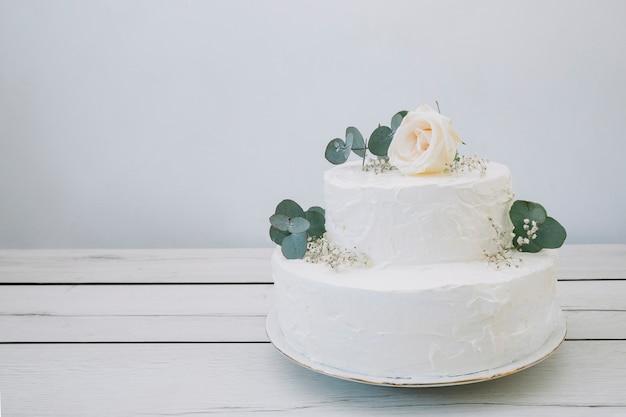 Hochzeitstorte mit blumen Kostenlose Fotos