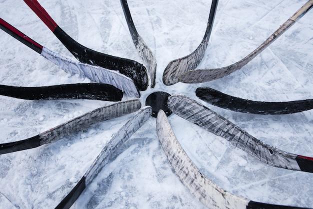 Hockey-team legte putter um die waschmaschine Premium Fotos