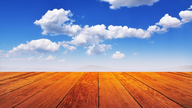 Hölzerner blauer himmel der montage Premium Fotos