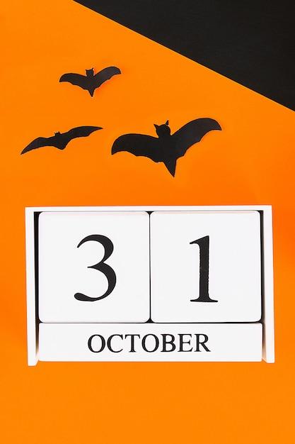 Hölzerner kalender mit dem datum vom 31. oktober. Premium Fotos