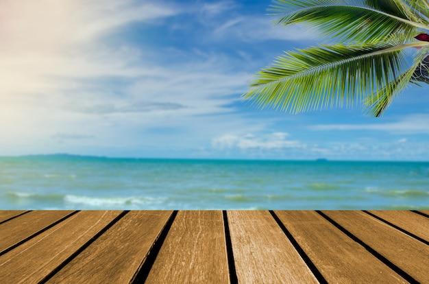 Hölzerner spitzentisch meer und strand Premium Fotos