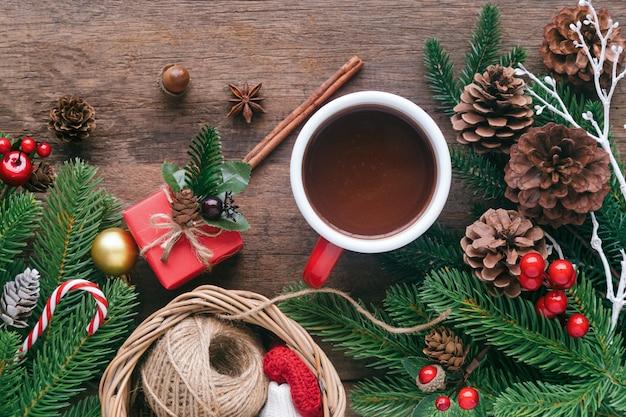 Hölzerner tabellenplankenhintergrund im weihnachtskonzept Premium Fotos