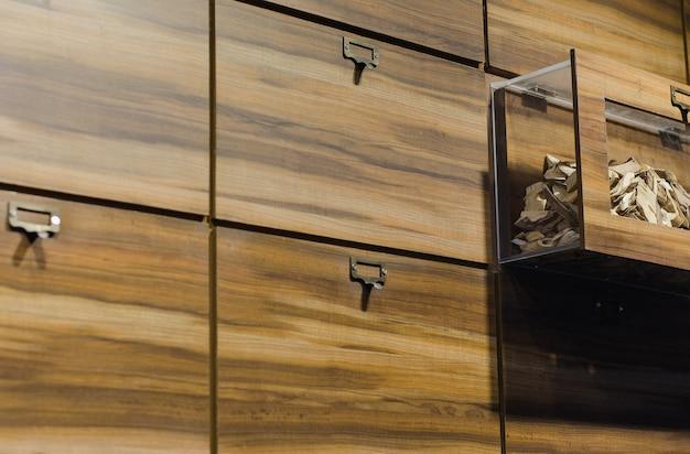 Hölzernes kabinett im alten chinesischen kräuterspeicher Premium Fotos