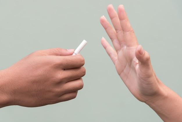 Hör auf, die zigarette zu rauchen Kostenlose Fotos