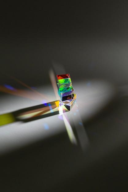 Hohe ansicht des abstrakten prismas und des regenbogenlichts Kostenlose Fotos