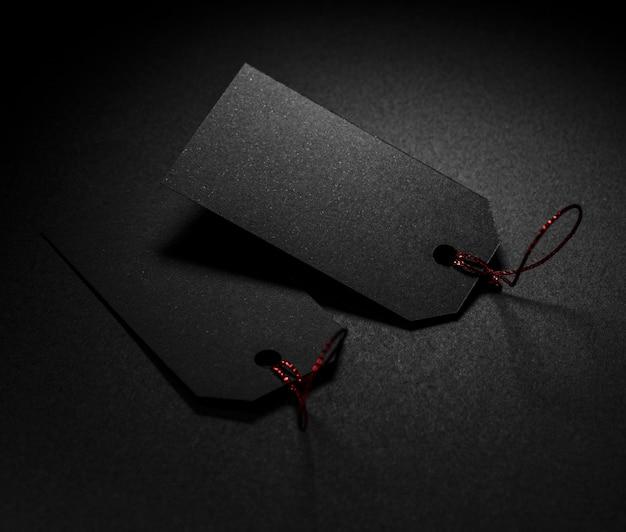 Hohe ansicht preisschilder dunkler hintergrund Kostenlose Fotos