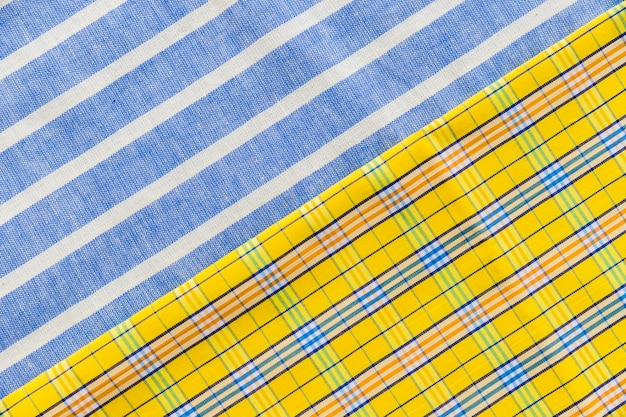 Hohe winkelsicht von bunten karierten und linie muster textilien Kostenlose Fotos