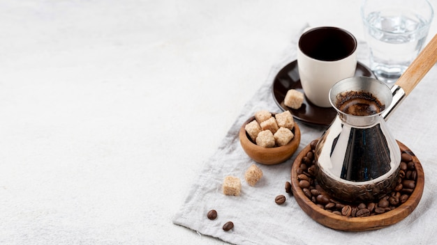Hoher kaffeewinkel mit kopierraum Kostenlose Fotos