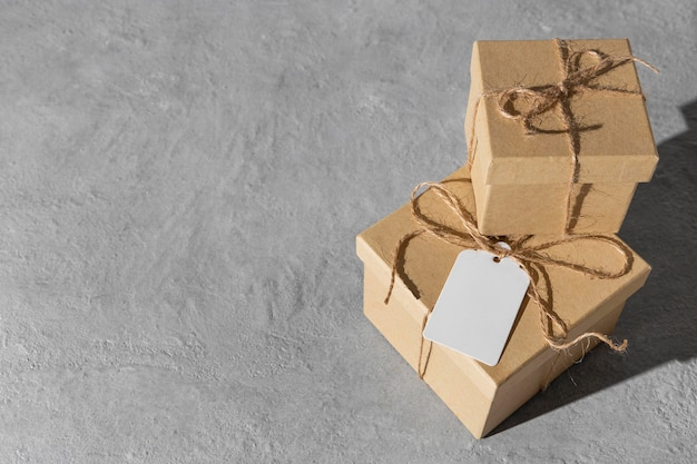 Hoher winkel der dreikönigstag-geschenkboxen mit kopierraum Premium Fotos