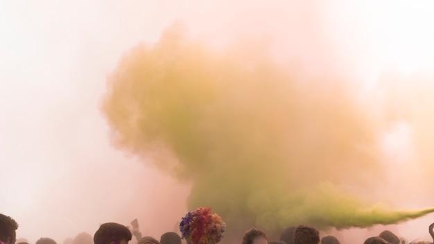 Holi farbspray über die menge Kostenlose Fotos