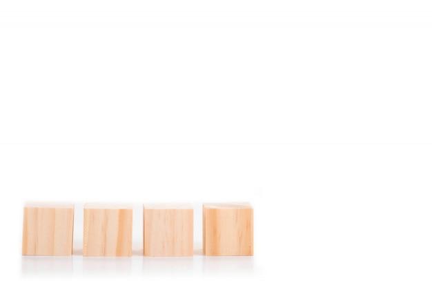 Holzblöcke isoliert Premium Fotos