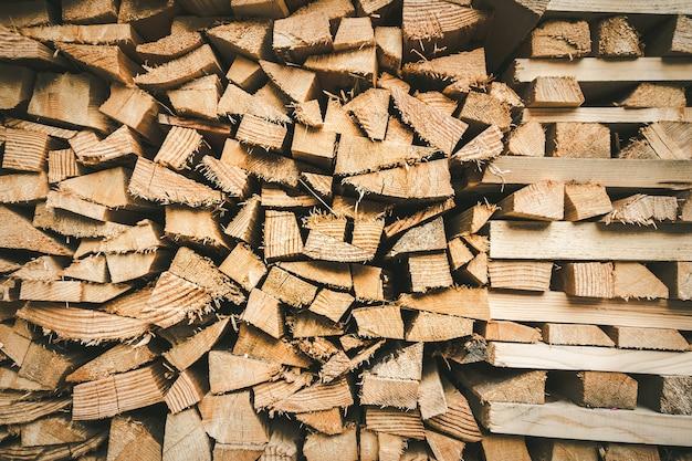 Holzhaufenhintergrundbeschaffenheit. abstraktes vollbild-hintergrundpapier Premium Fotos