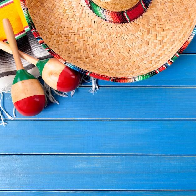 Holzhintergrund mexiko-sombrero cinco des mayo Premium Fotos