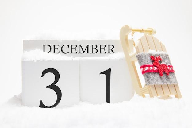 Holzkalender für den 31. dezember des wintermonats. Premium Fotos
